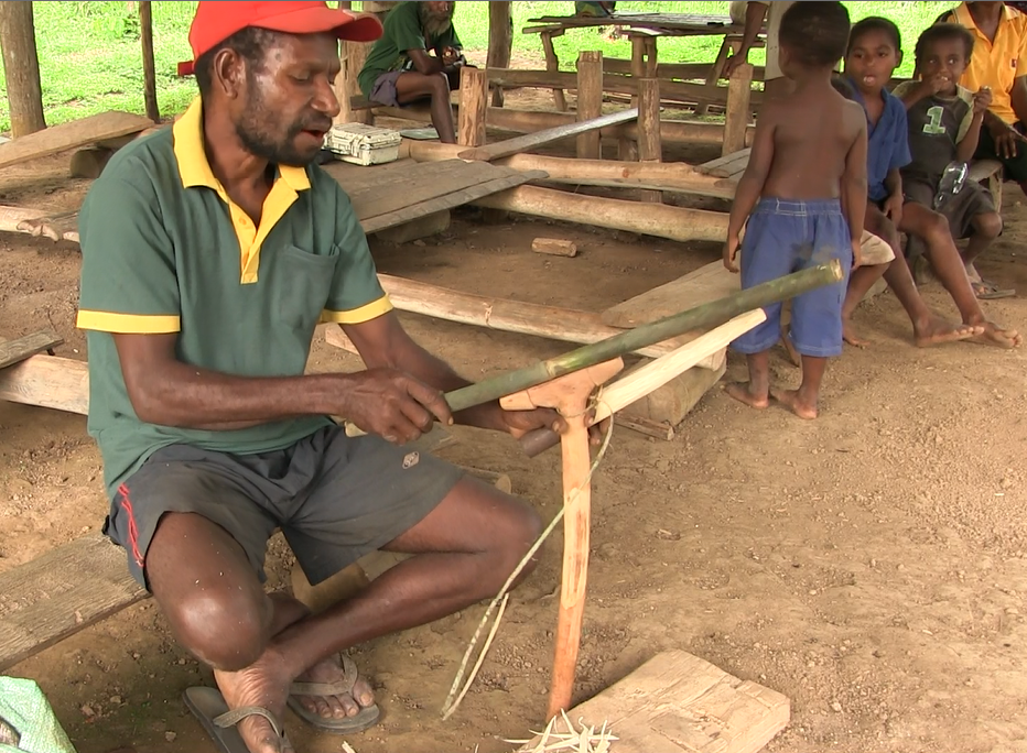 Simon Amu completing a sago mallet /quari quang/ which is used to pound sago. Tring Village, East Sepik Province, Papua New Guinea, July 2014.