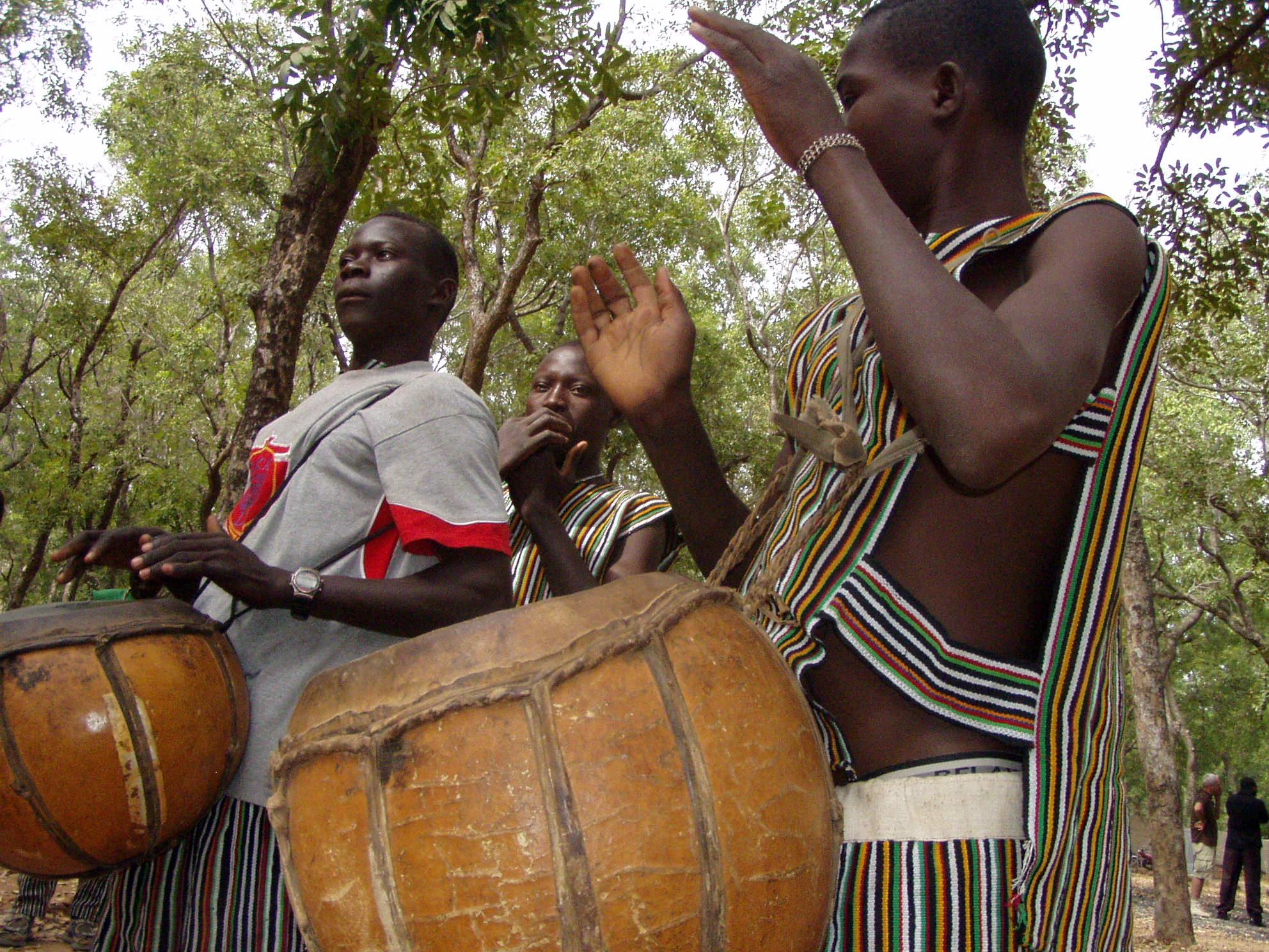 Musiciens avec leurs tambours. Musicians with their drums.