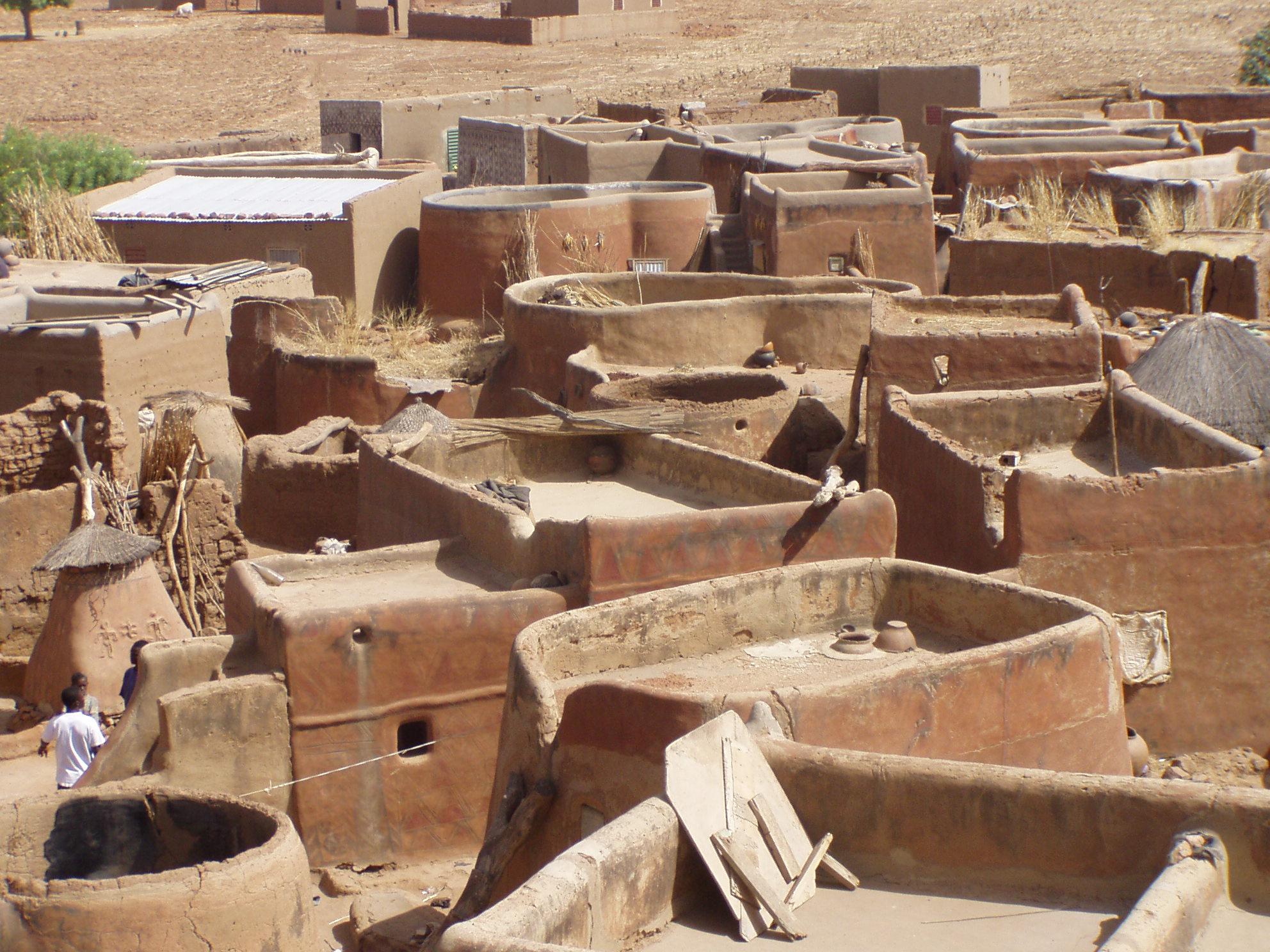 Vue sur une concession kassena. View on a Kassena compound.