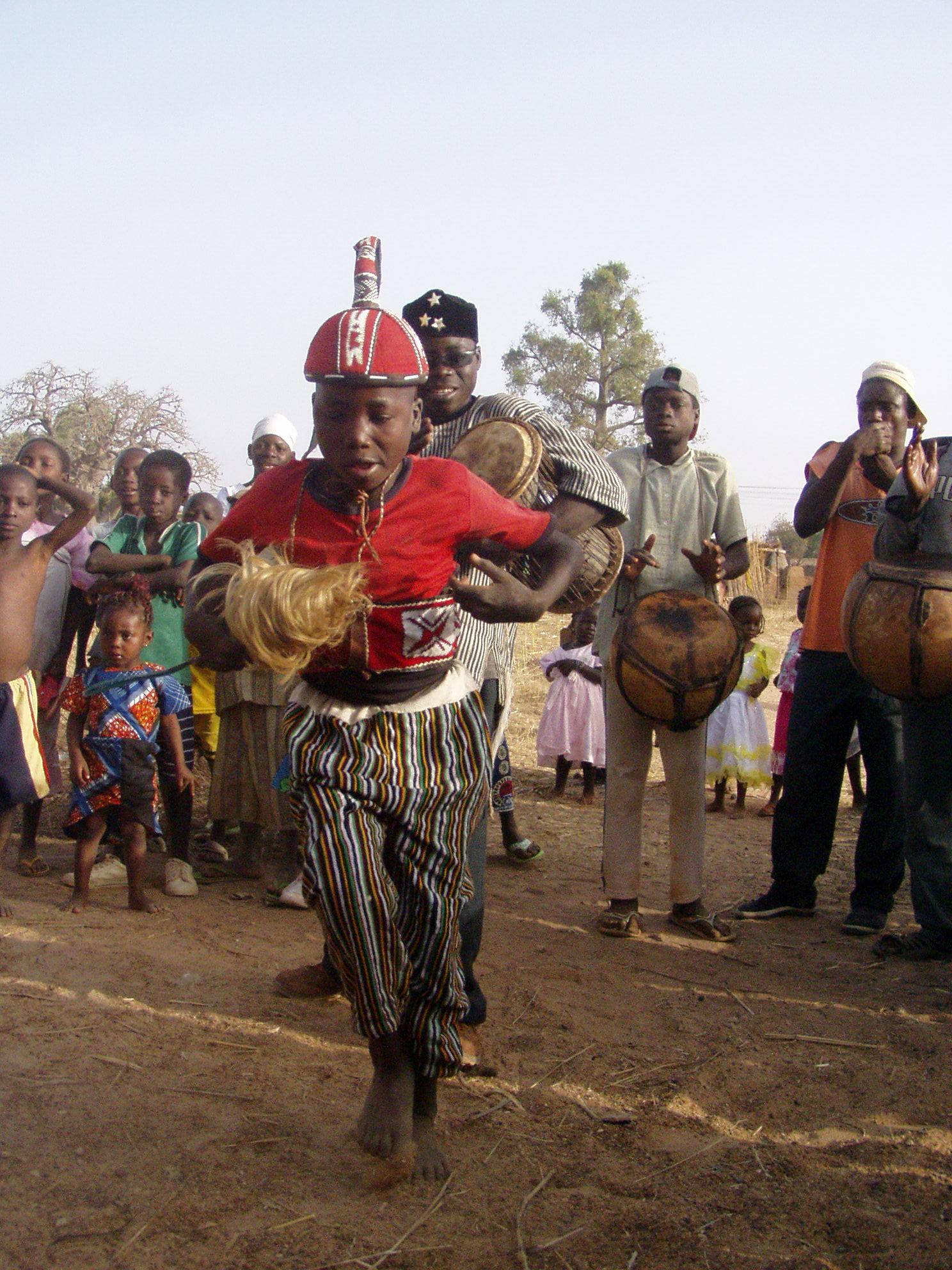 Garçon kassena en train de danser. Kassena boy danceing.