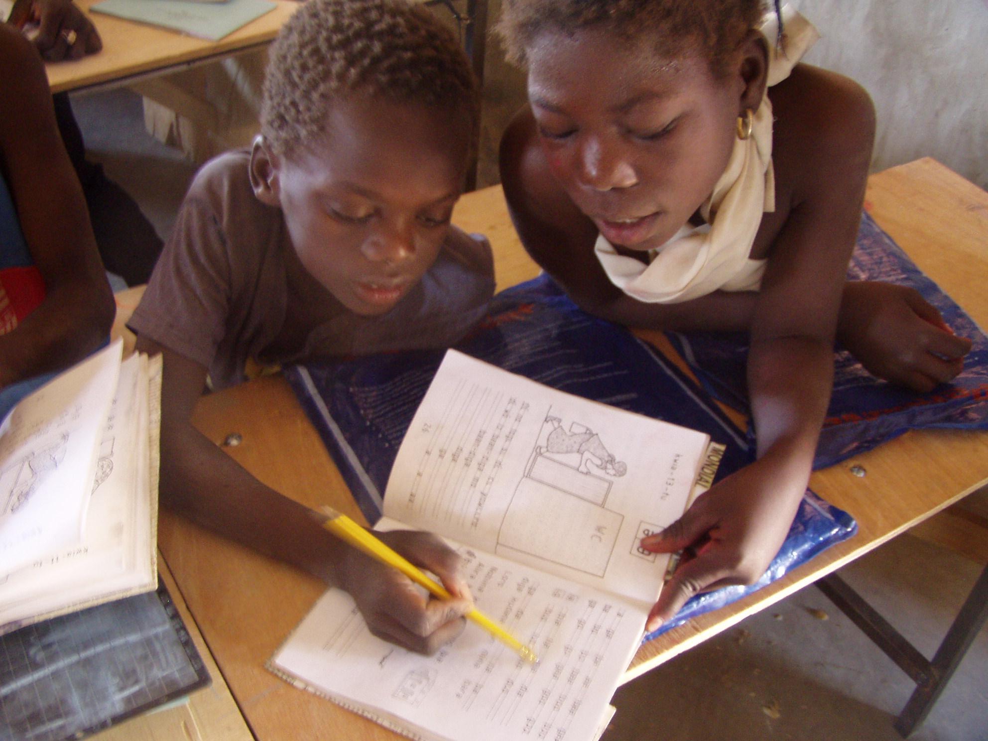 Apprendre à lire le kassem. Learning to read Kassem.