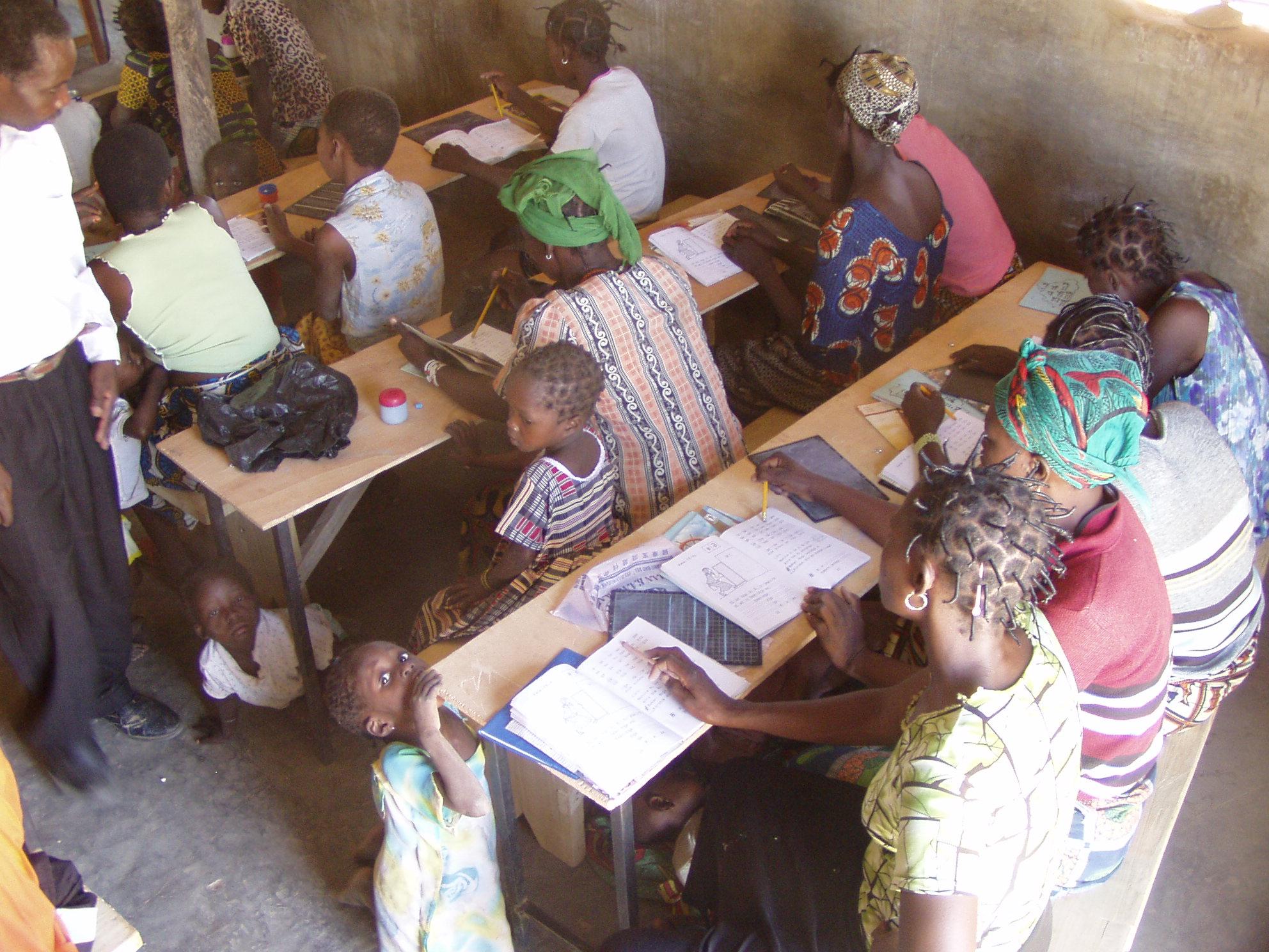 Classe d'alphabétisation. Literacy class.